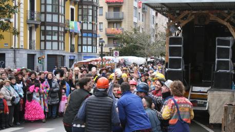 El Ayuntamiento define las bases para el concurso de carrozas y comparsas de carnavales
